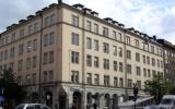 Почему квартиры в Москве (вторичное жилье) сдают позиции?